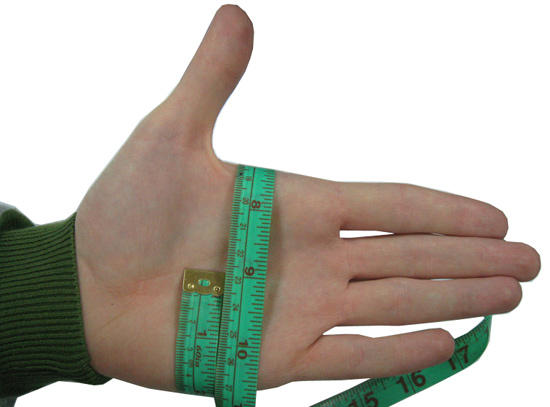 Как определить размер вратарских перчаток